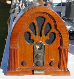 20071120001736-radio-antiguo.jpg