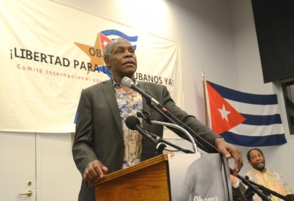20120425185743-danny-glover-cinco-washington-580x397.jpg