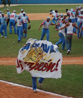 20120529145556-tigres-campeones.jpg
