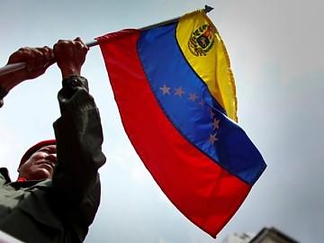 20120609120753-chavez-bandera.jpg