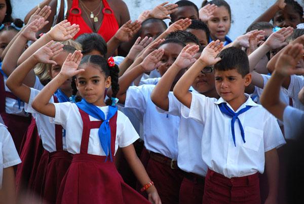 20120902191928-pioneros-cuba-cursoescolar.jpg