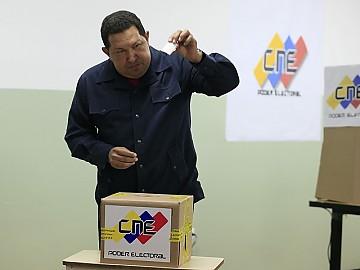 20121007212304-00-0010aaaaachavez-voto2012.jpg