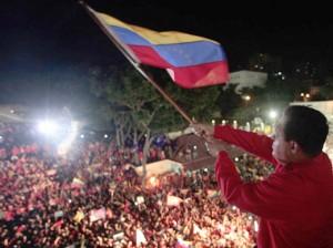 20121008235352-chavez-celebra-junto-al-pueblo-300x224.jpg