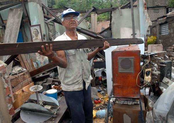 20121025193605-huracan-sandy-santiago-de-cuba-2510210-1-foto-miguel-rubiera-justiz.jpg