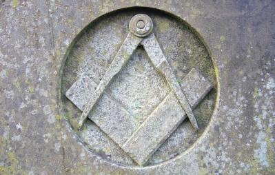 20121110133849-simbolo-mason.jpg