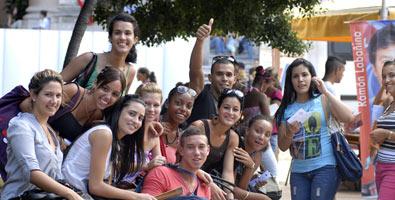 Jóvenes santiagueros celebran Día Internacional del Estudiante.