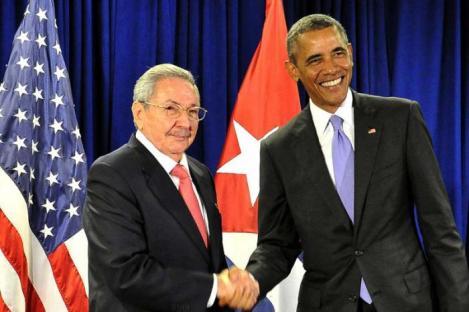 20151218101618-0-raul-y-obama-saludos.jpg