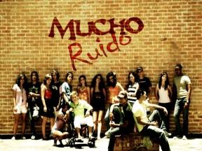 En pantalla la serie televisiva Mucho ruido, dirigida a los jóvenes