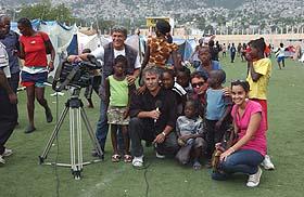 20100205130901-periodistas-cubanos-haiti07.jpg