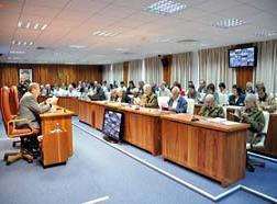 Raúl en la reunión ampliada del Consejo de Ministros: El mayor aporte a la economía en estos momentos es eliminar el derroche