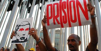 Lo que hay que hacer es extraditar a Posada Carriles a Venezuela