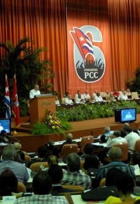 Raúl inaugura VI Congreso del Partido Comunista de Cuba: Presenta Informe Central (+ Fotos)
