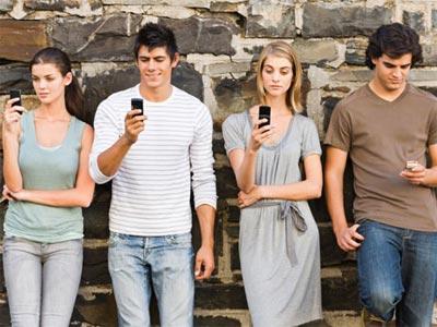 Los jóvenes prefieren vivir sin tele antes que sin móvil o Internet