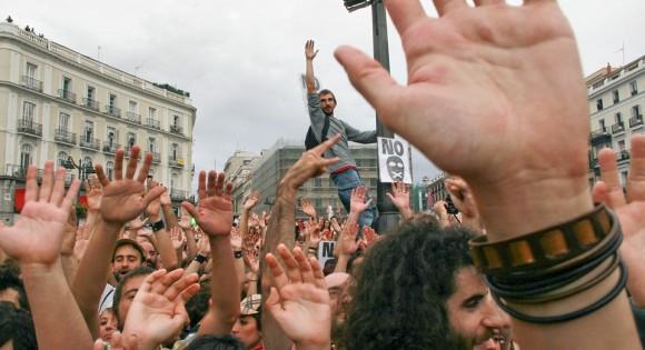 Apuntan para Cuba… y las protestas estallan en España