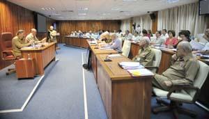 Reunión ampliada del Consejo de Ministros:   Llama Raúl Castro a incrementar la exigencia