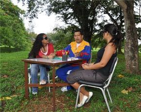 Nuevas fotos reflejan mejoría notable del Presidente Chávez en Cuba