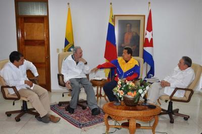 Chávez, Correa, Fidel y Raúl comparten fraternalmente en La Habana