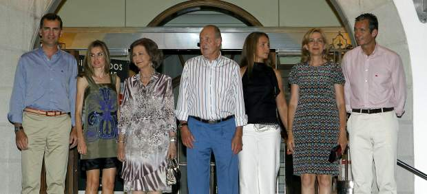 20111110232344-familia-real-espanola.jpg
