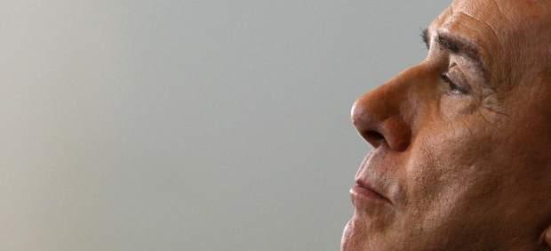 El fin de la 'era Berlusconi': 17 años de poder político, escándalos e impunidad