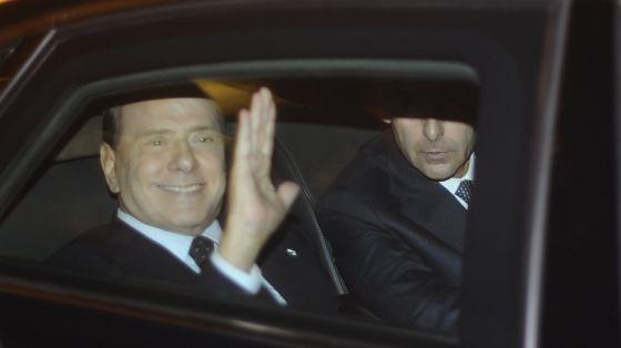 EL FIN DE UNA ERA EN ITALIA: La crisis barre a Berlusconi del poder