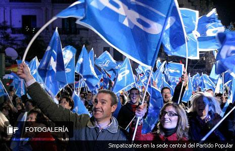 Rajoy logra una histórica mayoría absoluta y el PSOE se hunde tras perder 4,3 millones de votos