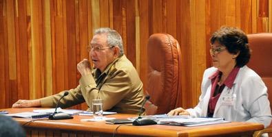 Analiza el Consejo de Ministros temas para avanzar en la implementación de los Lineamientos aprobados por el VI Congreso del Partido