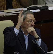 Parlamento cubano aprueba plan económico y presupuesto 2012