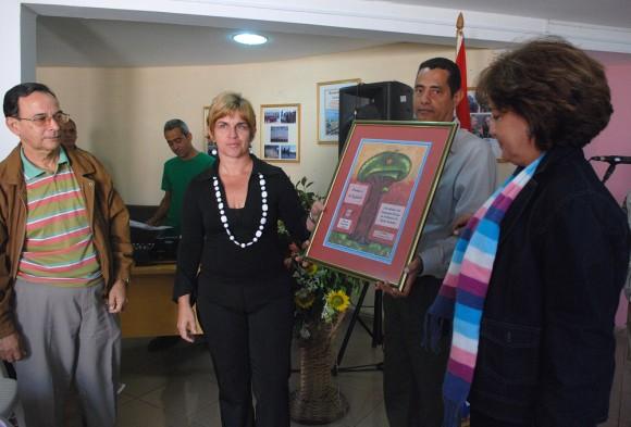 20120306110159-premio-programa-radial-cinco-heroes.jpg