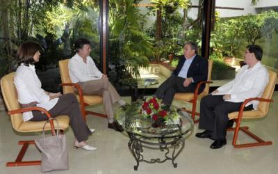 Recibe Raúl Castro al Presidente de Colombia (+Fotos)