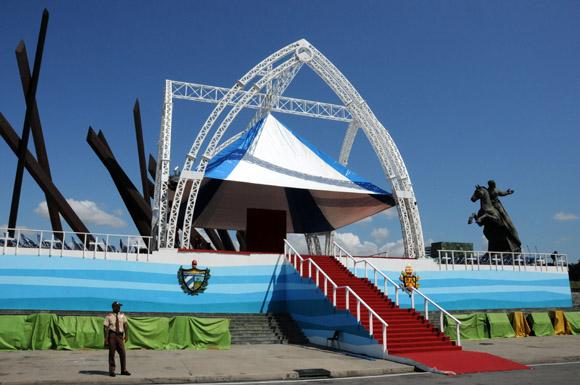 En fotos, la Plaza de la Revolución de Santiago de Cuba preparada para recibir a Benedicto XVI (+ Video)
