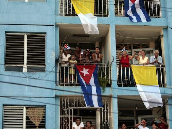 #BenedictoCuba: Cálida acogida caracteriza primera jornada del Papa en #Cuba
