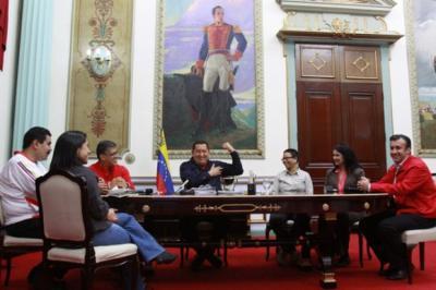 En fotos, Chávez se reunió con varios ministros tras su regreso a Caracas