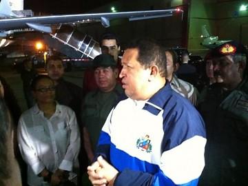 #HugoChávez de nuevo en Venezuela tras continuar tratamiento