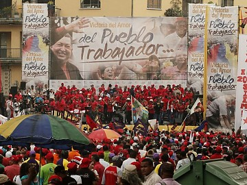 #Venezuela: Miles de trabajadores tomaron las calles de #Caracas para manifestar su respaldo a la recién promulgada LOT y al Presidente Hugo #Chávez