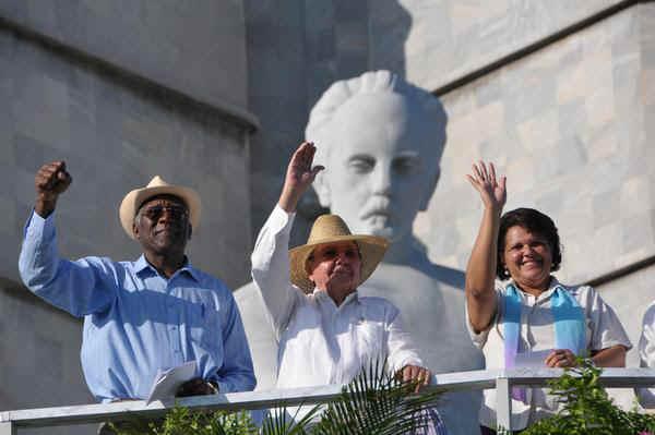 #Cuba:  Otro 1ro de Mayo histórico.  Raúl Castro presidió el acto central en La Habana