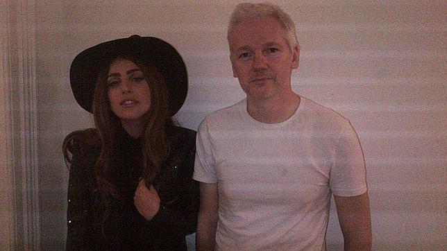 20121009140915-lady-gaga-assange-644x362.jpg