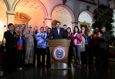 20121212101034-maduro-ministros.jpeg