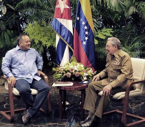 Raúl Castro recibe a Diosdado Cabello