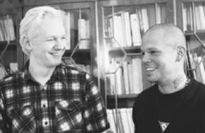 Causa impacto reunión del cantante René Pérez con Julián Assange