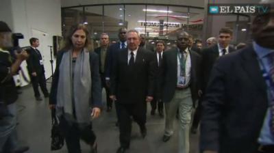 Raúl Castro en el estadio FNB de Soweto: El mundo despide a Nelson Mandela (+ Fotos y Video)