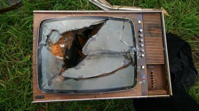 20140828153335-0-broken-tv.jpg