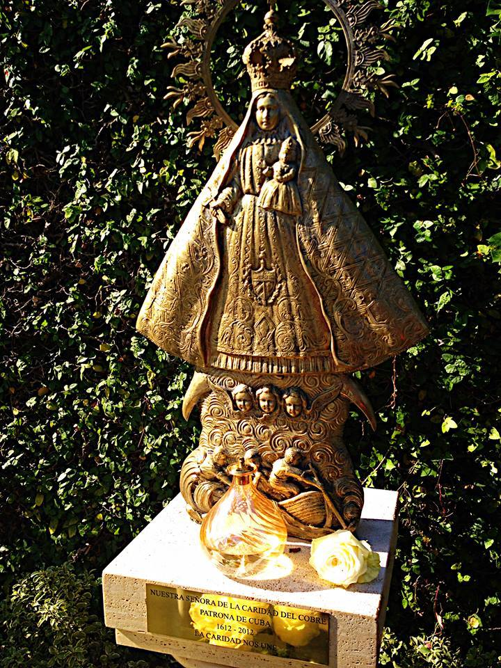 Colocan imagen de la Virgen Caridad del Cobre en Jardines del Vaticano