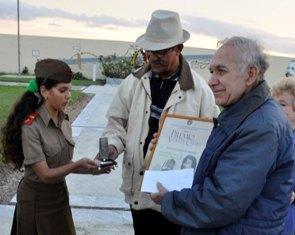 #Cuba Otorgan a Raúl Luis Galeano el premio Nacional de Locución Violeta Casal 2014