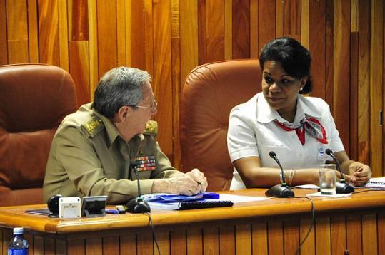 """#Cuba Destaca Raúl Castro en reunión del Consejo de Ministro que """"Donde haya un problema hay que enfrentársele, sin dejar terreno al derrotismo"""""""