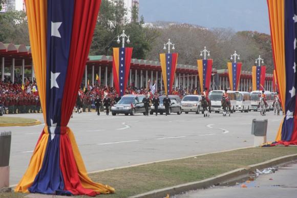 multitud despidió a Chávez