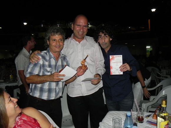 El guitarrista Jorge Chicoy, el productor José Manuel y  Eddy Cardosa.