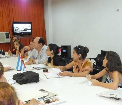 Colegas de Camagüey y Ciego de Ávila analizaron las dificultades que persisten en la participación de los periodistas en el ciberespacio. Foto: Piti, de CMHW.