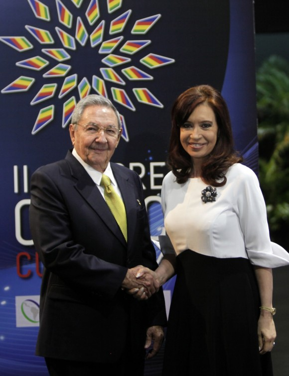 Raúl Castro y Cristina Fernández, presidenta de Argentina, en el recibimiento a mandatarios de CELAC. Foto: Ismael Francisco/Cubadebate