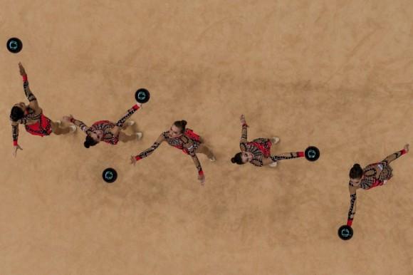 El equipo de Israel realiza su número en la competición de gimnasia rítmica. Foto: CHRIS MCGRATH (GETTY IMAGES)