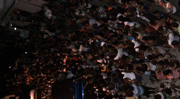Cientos de personas esperaron a Beyoncé en los bajos del edificio de La Guarida / Fotos: Cortesía La Guarida